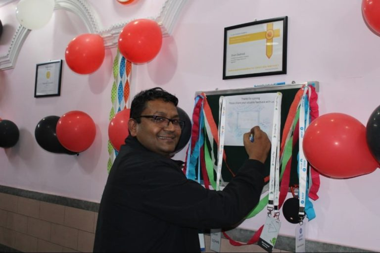guests-techdost-birthday-party-celebration-software-company-office-meerut-delhi-ncr (3)